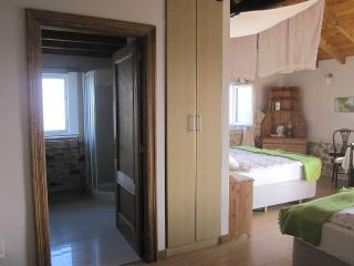 36m2 room with bath and balcony in bucolic, Cañedo