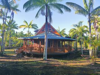Moku: eco Polynesian, bamboo home in rural Hawaii, Pahoa
