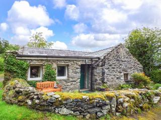 TY CERRIG, pet friendly, character holiday cottage with a garden in Llanbedr, Ref 2955