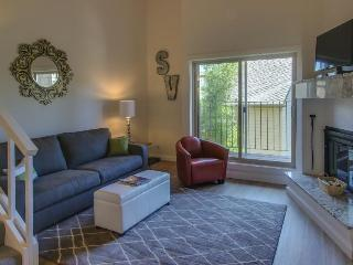 Pet-friendly, sophisticated studio w/ hot tub & golf course!, Sun Valley
