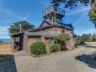 Charming coastal property on 8 shared acres! Ocean views!, Albion