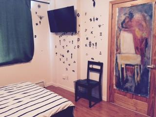 Fantastic Ensuite with TV in Chinatown!, New York