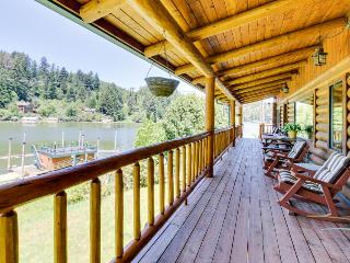 Cabin on the lake, room for 8, boat-access only!, Lakeside