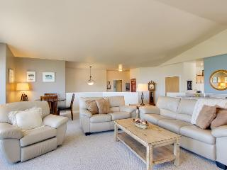 Oceanview five-bedroom house with room for 10 guests & 1 dog, Gearhart