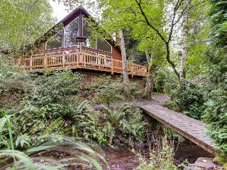 Expansive wooded home with a brook, hot tub, and firepit, Rhododendron