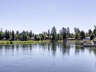 Three-bedroom home on the Deschutes with a private dock!, Sunriver