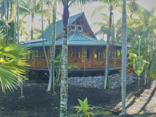 Nahele: eco Polynesian bamboo home in rural Hawaii, Pahoa