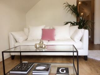 A Stylish & Romantic Apartment For Two. 5*Gold, Chester