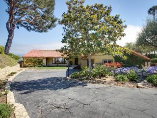 Upscale clifftop home with stunning ocean views, room for 8, Rancho Palos Verdes