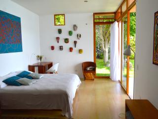 WHITE ROOM B&B ( gourmet bfast, beach, view), San Marcos La Laguna