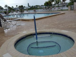Perfect FL Getaway On The Cheap ! - Gorgeous 2 Bed, North Fort Myers