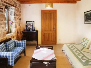 416-Bodrum Bitez 2 Bedroomed Stone House with Pool, Gümbet