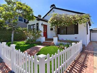 Charming beach cottage / private hot tub & outdoor living / walk to the beach, La Jolla