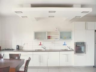 Renovated, clean and modern in katamon!, Jerusalem