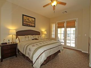 Spacious Upstairs Legacy Villas Studio with a King Bed and a Private Balcony!, La Quinta