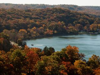WINE TASTING SPECIAL , Enjoy the FALL COLORS, Lake Ozark