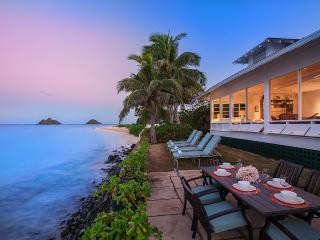 Walker's Beach House, Sleeps 14, Kailua