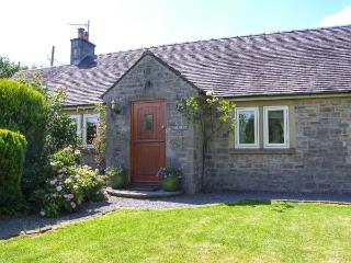 THE REST, family friendly, luxury holiday cottage, with hot tub in Thorpe, Ref 2382, Penrith