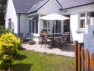 SEASIDE COVE, sea views, ground floor bedrooms and wet room, pool table, short walk to beach, near Adrigole, Ref 926722, Bantry