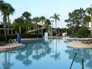 Fabulous Condo - close to pool - 2 miles to Disney, Orlando