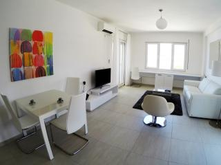 White Residence Luxury Sea Front Apartment E, Sarandë
