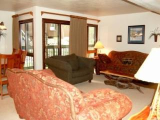 Beautiful Condo Right In Keystone Village! King Sized Bed.