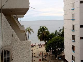 50 Feet From The Beach w/AC - Playa Rodadero!!!, Santa Marta