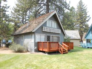 V21-Affordable Tahoe cabin with an in town location, South Lake Tahoe