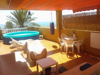 BEACHFRONT APARTMENT WITH ROOFTOP TERRACE AND POOL, Malaga
