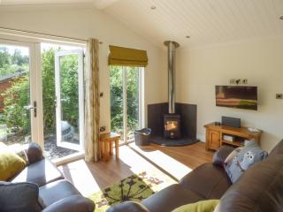 PIPPIN LODGE, detached, ground floor, woodburning stove, Cartmel, Ref. 925874