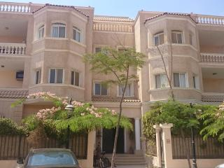 3-bed apartment in prime location for long term, Giza