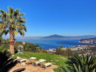 4 ensuite bedroom villa with pool near Sorrento