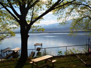 Waterfront w/Hot Tub on Wine Trail - Yes Pets - AB, Dresden