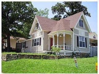 Southern Charm! Classic Victorian Home, walk to UA, Fayetteville