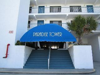 Paradise 106- Oceanview condo at Paradise Towers with a pool and beach access, Carolina Beach