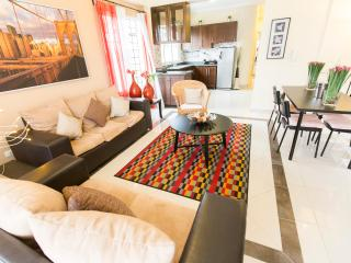 Luxury VIP Condo for up to 6 at Central Park, Santo Domingo