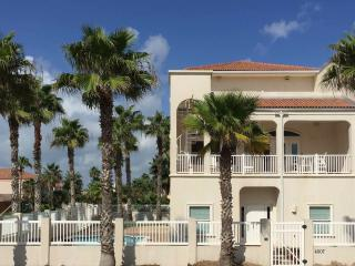 New Rental! Luxury 3 bedrm beach home with private, South Padre Island