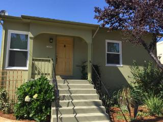 N Oakland Bungalow near Emeryville