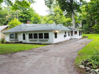 Pt Abino Lakehouse in Gated Community, Crystal Beach