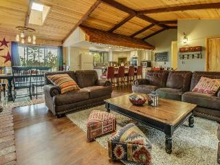Rustic updated cabin for 8. Close to skiing and lake, Big Bear City