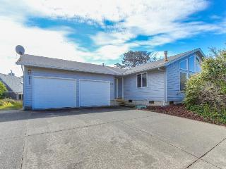 Cozy Getaway Close to the Ocean and Entertainment!, Lincoln City