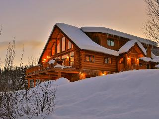 Spectacular views, hot tub, fire pit, 1.5 miles to skiing! - The Valley Vista, Steamboat Springs