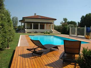 Villa with private pool and garden. Beach 2km, Forte Dei Marmi