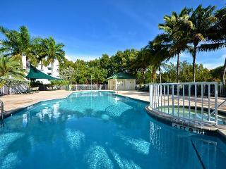 St. Croix Suite #212 - Updated Condo w/ Pool & Hot Tub - Near Smathers Beach, Key West
