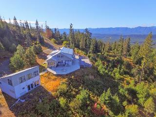 Looking for panoramic views and privacy? 4BR+Loft | Hot Tub | Fall Specials, Ronald