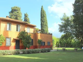 Quiet, historic villa, Rome 10km. sleeps 4p. E