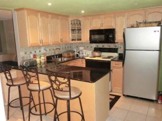 Townhouse Full furnished clean quiet near all 2-2, Fort Lauderdale