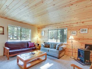 Centrally located cottage with fireplace & room for 8!, South Lake Tahoe
