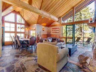 Luxurious lake view home w/ Tahoe Donner amenities, Truckee