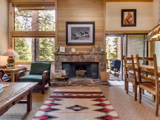 Free shuttle to skiing, golf, pool, Village, & more!, Truckee
